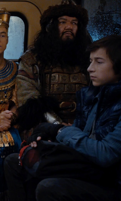 Skyler Gisondo with Ben Sherman Men's Fingerless Gloves in Night at the Museum: Secret of the Tomb