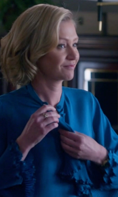 Portia de Rossi with Gucci  Petroleum Shirt in Scandal