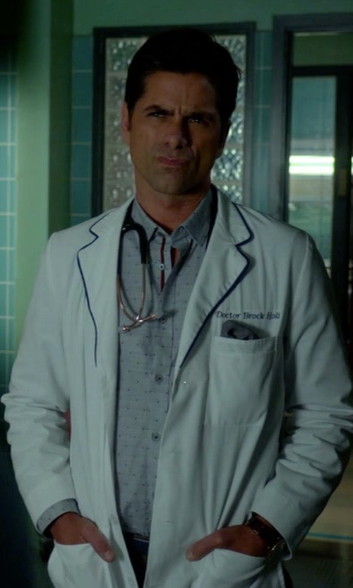 John Stamos with Glanshirt Kent Point-Collar Cotton Shirt in Scream Queens