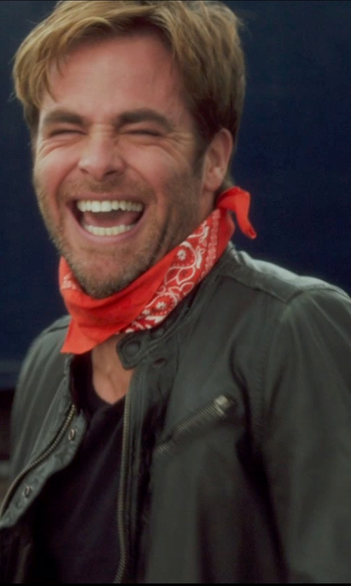 Chris Pine with The Dozen Paisley Bandanas in Horrible Bosses 2