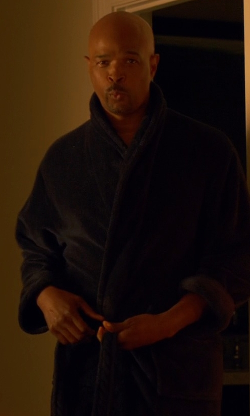 Damon Wayans with Hanro  Long Sleeve Robe in Lethal Weapon