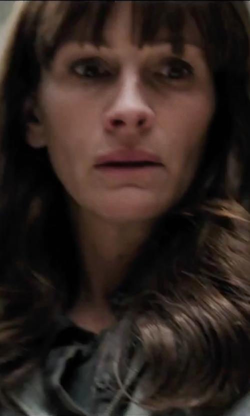 Julia Roberts with Lauren Ralph Lauren Petite Crew-Neck T-Shirt in Secret in Their Eyes