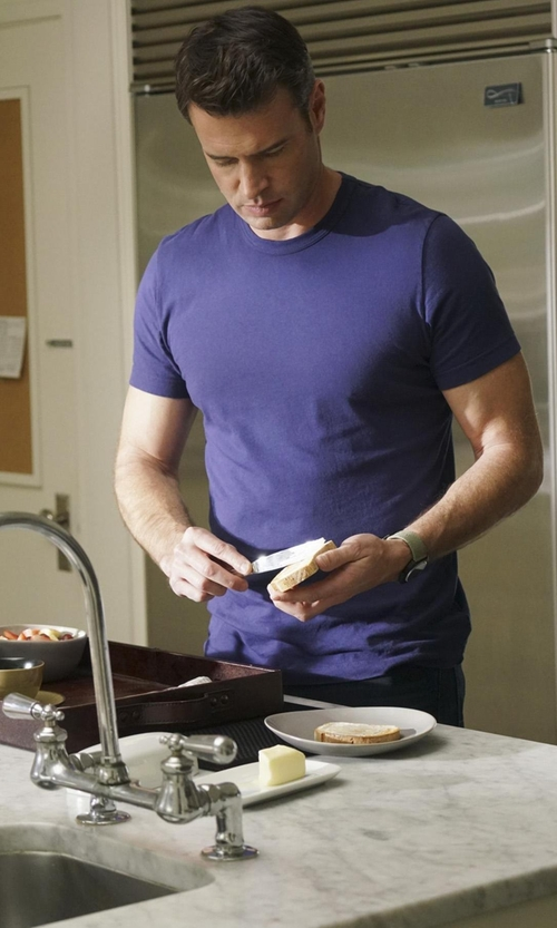 Scott Foley with Goodlife Short Sleeve Crew Neck T-Shirt in Scandal