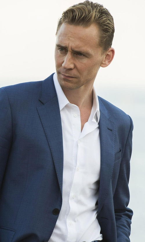 Tom Hiddleston with Alara Solid Textured Euro Collar Shirt in The Night Manager