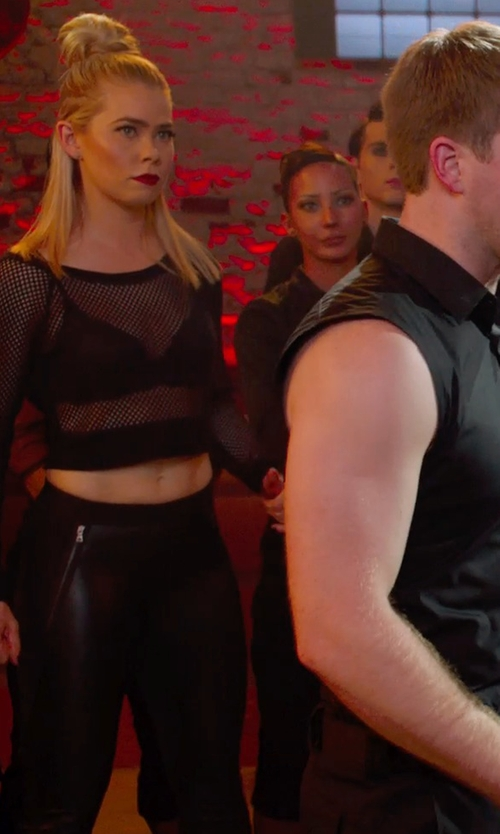 Birgitte Hjort Sørensen with Jamie Sadock Active Capri Pants in Pitch Perfect 2
