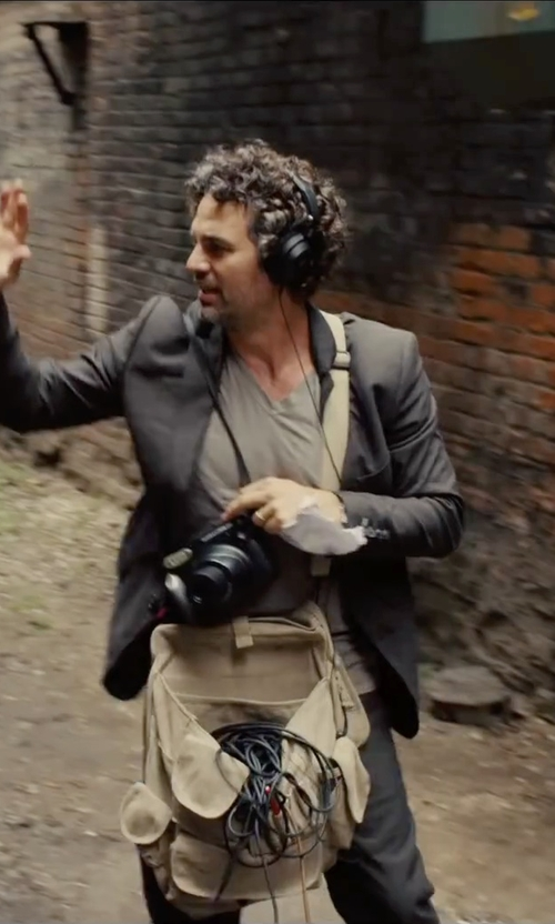Mark Ruffalo with Tommy Bahama Heather V-Neck T-Shirt in Begin Again