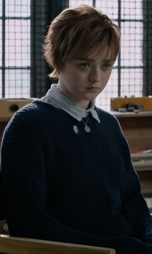 Maisie Williams with Vince Open-Knit Drop-Shoulder Pullover Sweater in X-Men: The New Mutants