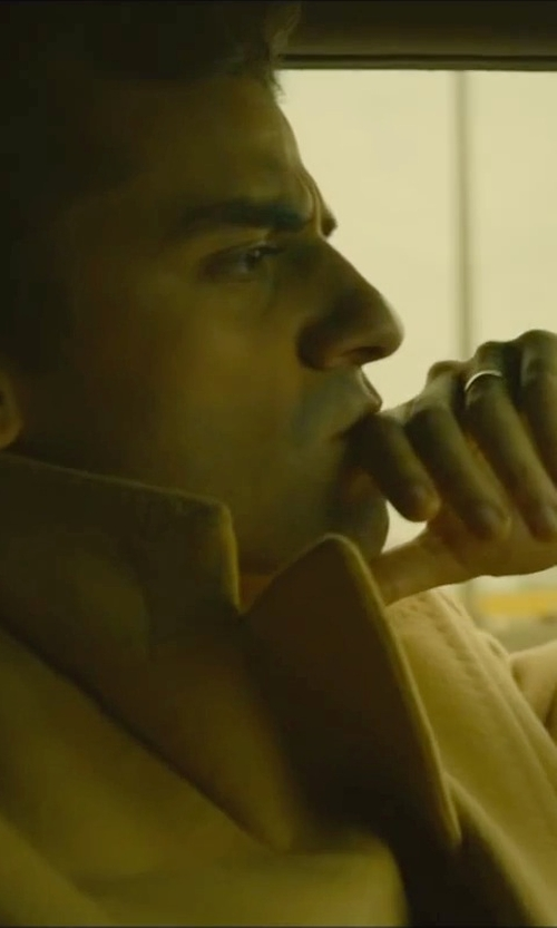 Oscar Isaac with David Yurman Band Ring in 18K Gold in A Most Violent Year