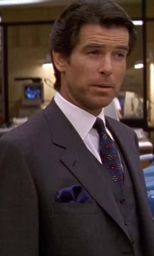 Pierce Brosnan with Ralph Lauren Solid Silk Twill Pocket Square in GoldenEye