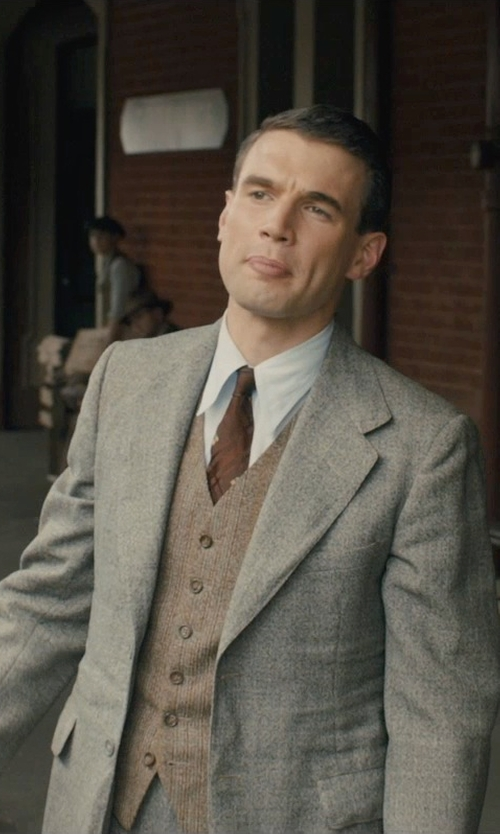 Alex Russell with Theory Rodolf CF Blazer in Unbroken