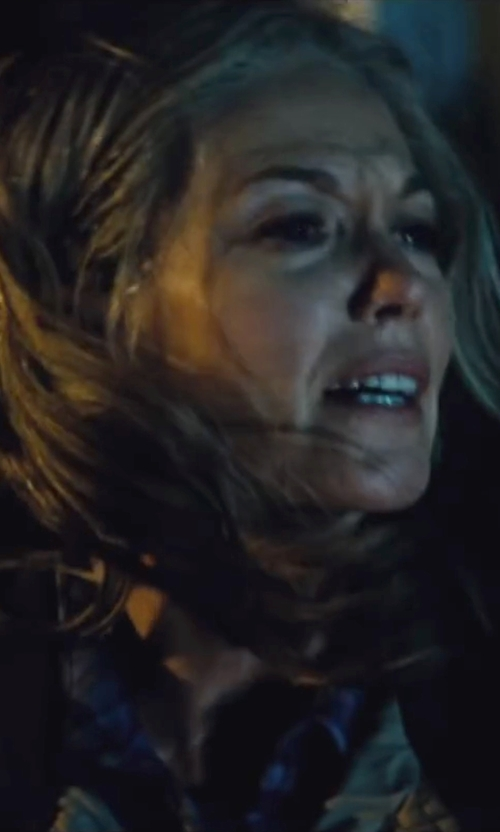 Diane Lane with Love Quotes Eyelash Rayon Scarf in Batman v Superman: Dawn of Justice