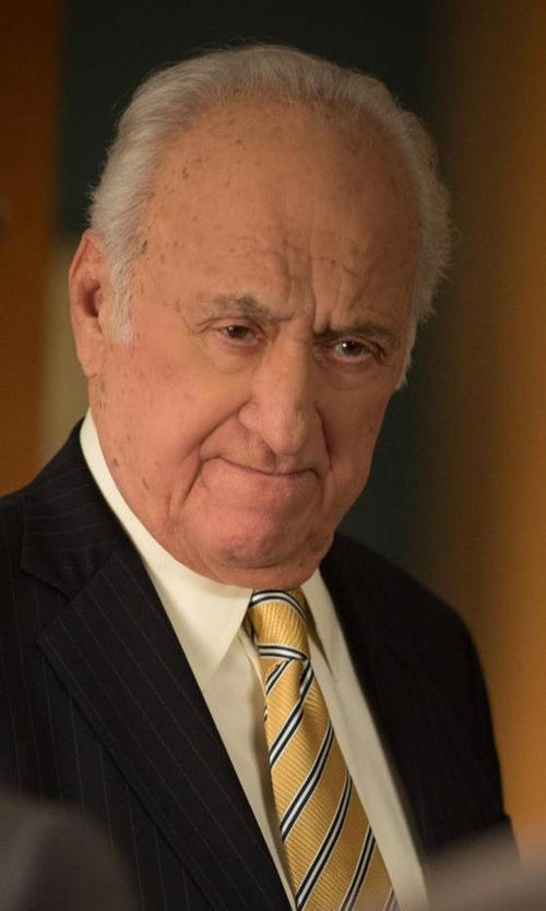Jerry Adler with Haggar Men's Heritage Horizontal Stripes Tie in The Good Wife