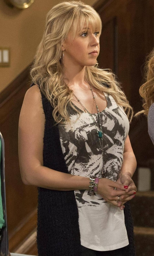 Jodie Sweetin with Neiman Marcus Long Ribbed-Knit Open Cardigan in Fuller House