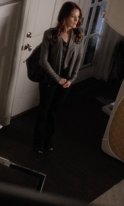Laura Leighton with Persaman New York Fiona Leather Tote Bag in Pretty Little Liars