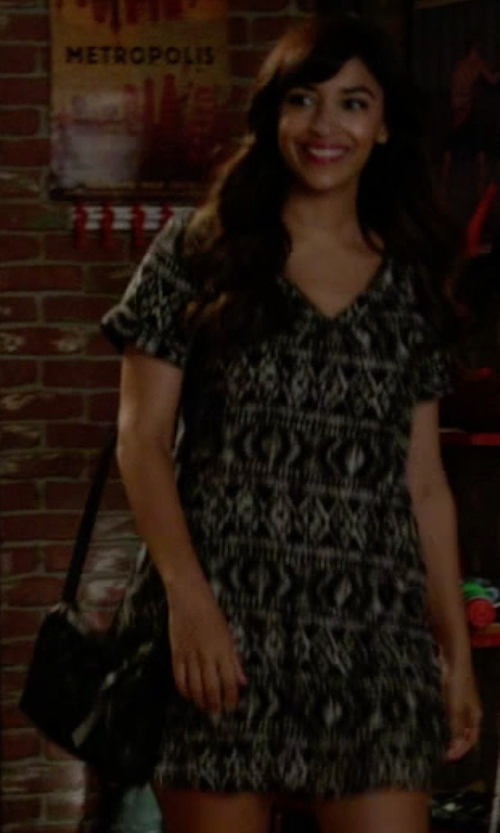 Hannah Simone with Treasure&Bond Welt Pocket Crossbody Bag in New Girl