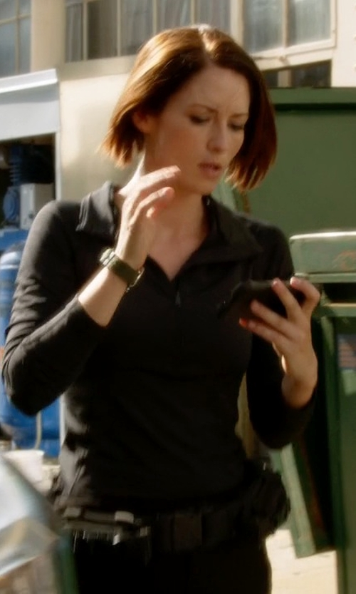 Chyler Leigh with Icebreaker Everyday LS Half Zip Pullover in Supergirl