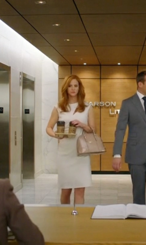 Sarah Rafferty with Gucci Nice Microguccissima Patent Handle Bag in Suits