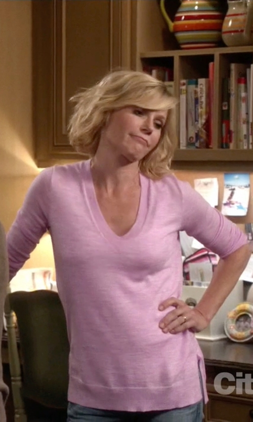 Julie Bowen with J. Crew Merino Wool V-Neck Tunic Sweater in Modern Family