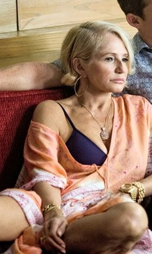 Ellen Barkin with Kenneth Jay Lane Curb Chain Bangle Bracelet in Animal Kingdom