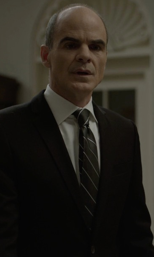 Michael Kelly with Brooks Brothers BB#3 Repp Tie in House of Cards