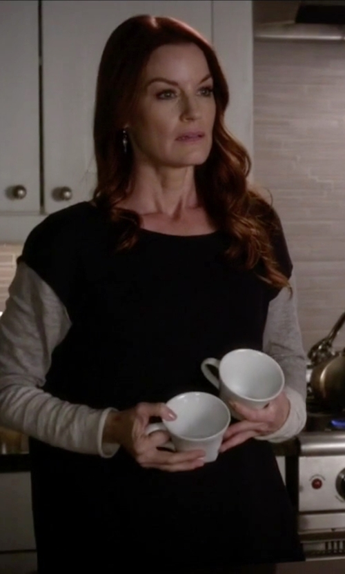Laura Leighton with Cullen Cashmere Colorblock Pullover in Pretty Little Liars