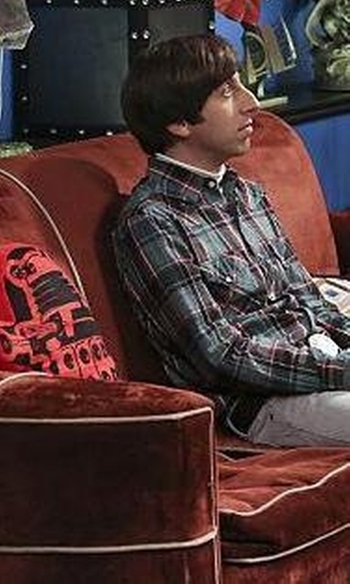 Unknown Actor with Lady Sandra Doctor Who Dalek Shaped Cushion in The Big Bang Theory