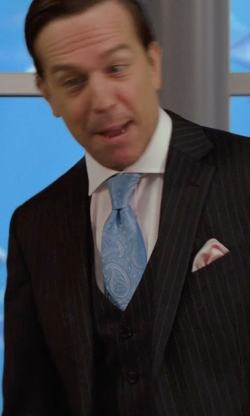 Ed Helms with Forzieri Solid Silk Pocket Square in We're the Millers
