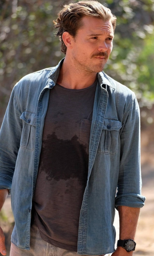 Clayne Crawford with 7 For All Mankind Raw-Pocket Crewneck T-Shirt in Lethal Weapon