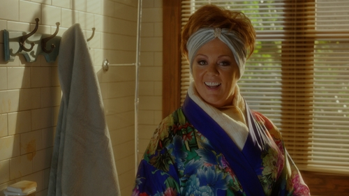 Melissa McCarthy with Natori Tahiti Floral-Print Wrap Robe in The Boss