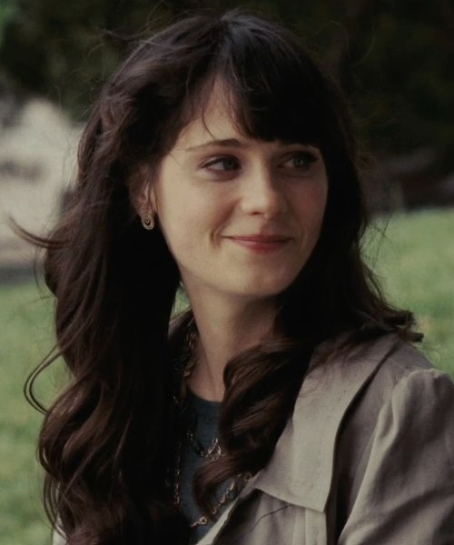 Zooey Deschanel with S Max Mara Micron Necklace in (500) Days of Summer