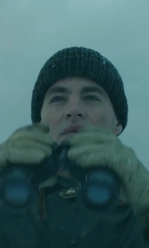 Chris Pine with Isotoner Men's SmarTouch Brushed Microfiber Gloves in The Finest Hours