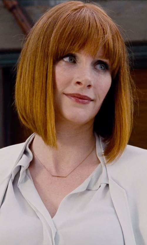 Bryce Dallas Howard with Jennifer Meyer Bar Pendant Necklace in Jurassic World