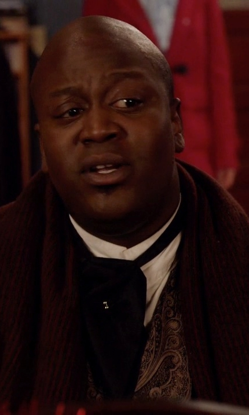 Tituss Burgess with Ralph Lauren Wool Blend Winter Scarf in Unbreakable Kimmy Schmidt