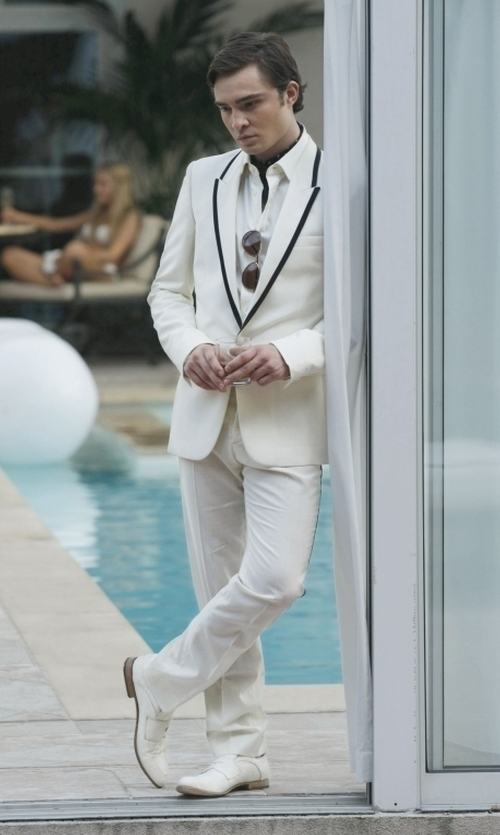 Ed Westwick with CMDC Men's Two-Piece Side-Vent Modern-Fit Suit in Gossip Girl