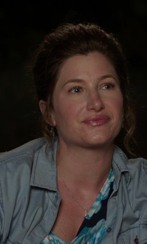 Kathryn Hahn with Gap Fitted Boyfriend Chambray Shirt in We're the Millers
