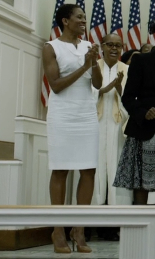 LisaGay Hamilton with Frances Valentine Paola Pumps in House of Cards