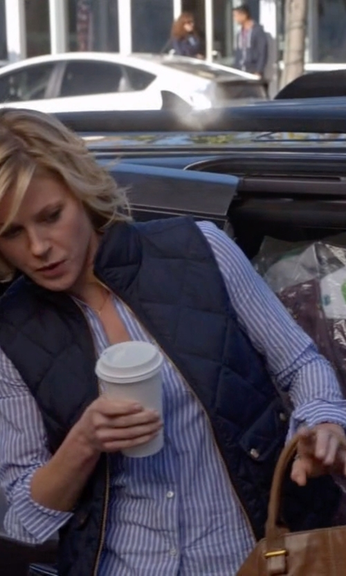 Julie Bowen with J.Crew Excursion Quilted Down Vest in Modern Family