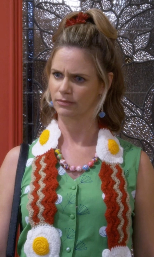 Andrea Barber with Twinkie Chan Bacon and Egg Scarf in Fuller House