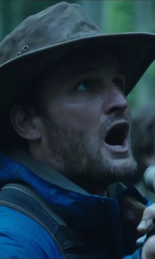 Jason Clarke with Filson Tin Cloth Bush Hat in Dawn of the Planet of the Apes