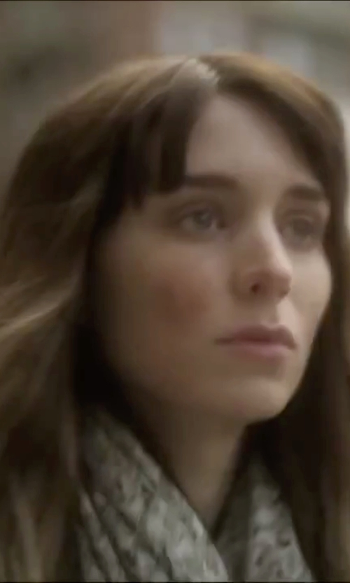 Rooney Mara with Alternative Printed Bundle Up Scarf in Side Effects