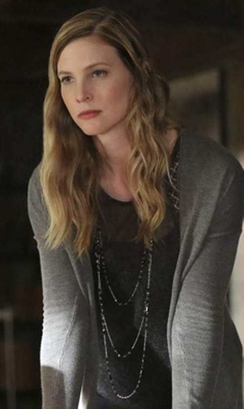 Elizabeth Blackmore with Forever 21 Triangle Layered Necklace in The Vampire Diaries