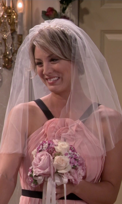 Kaley Cuoco-Sweeting with Wedding Belles New York 'Ellen' Veil in The Big Bang Theory