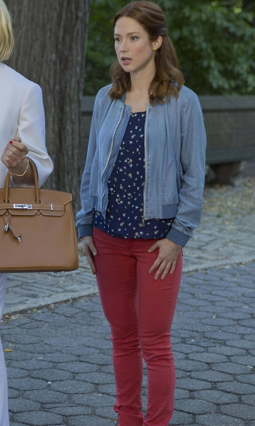 Ellie Kemper with Jag Jeans Janette Mid Rise Slim Knit Denim Jeans in Unbreakable Kimmy Schmidt