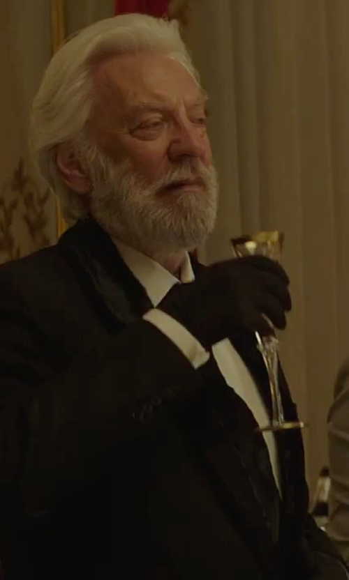 Donald Sutherland with Waterford Wedding Heirloom Champagne Flutes Glass in The Hunger Games: Mockingjay - Part 2