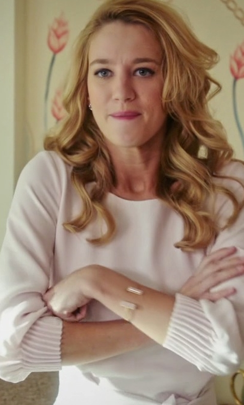 Yael Grobglas with Neiman Marcus Cashmere Collection Long-Sleeve Crewneck Cashmere Sweater in Jane the Virgin