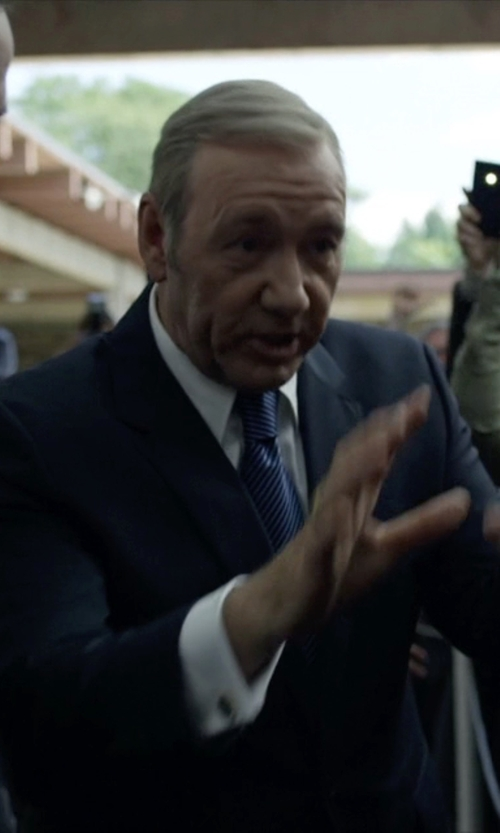 Kevin Spacey with The White House Gift Shop Presidential Eagle Seal Cufflinks in House of Cards
