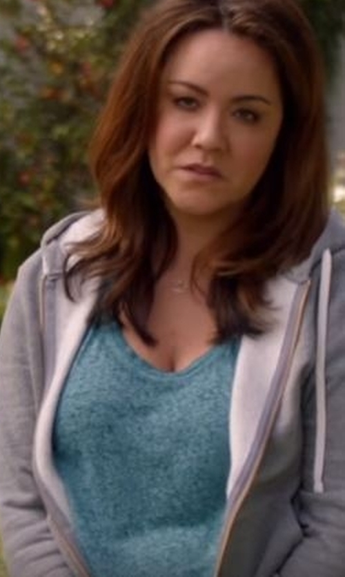 Katy Mixon with Treasure&Bond Ombré Scoop Neck Pocket T-Shirt in American Housewife