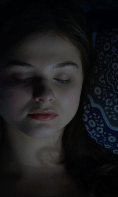 Stefanie Scott with Urban Outfitters Magical Thinking Crazy Tie-Dye Pillow in Insidious: Chapter 3