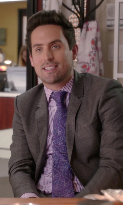 Ed Weeks with David Donahue Paisley Silk Tie in The Mindy Project