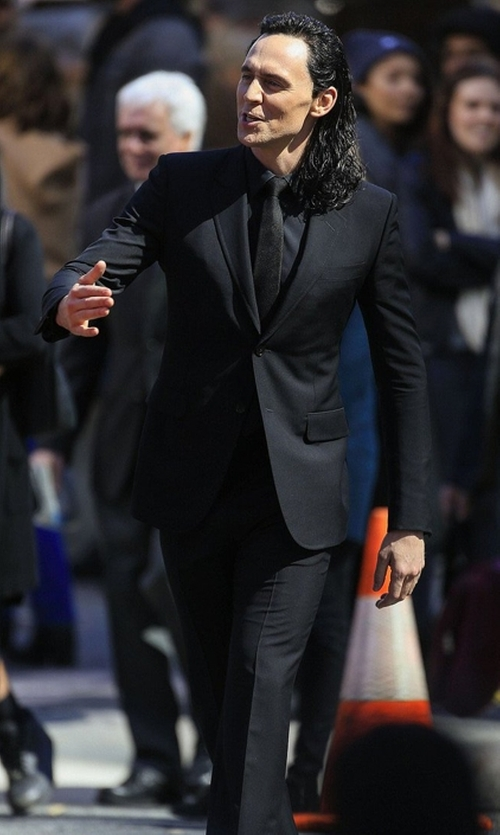 Tom Hiddleston with Gucci Monaco Wool Mohair Suit in Thor: Ragnarok